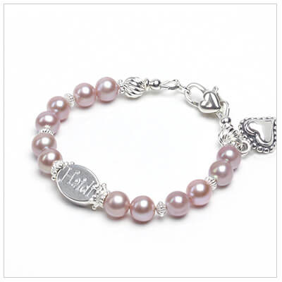 Pearl baby and child bracelet in white or mauve pearls. Custom engraved bracelet for children.