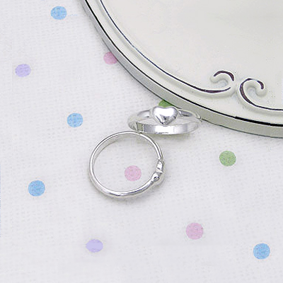 Adorable sterling silver heart ring for babies and toddlers. The baby ring is available in 2 sizes.