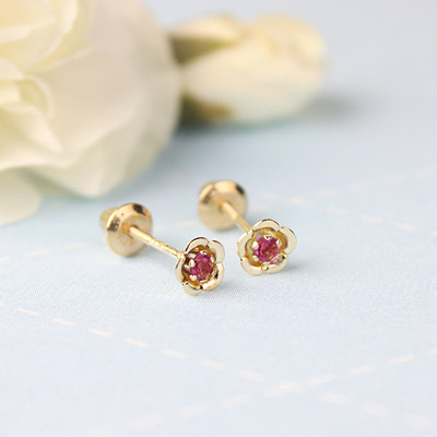 14kt gold January birthstone earrings with a flower shape. Beautiful birthstone earrings for babies and children.