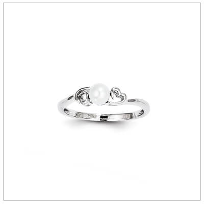 June birthstone ring for girls with cultured pearl birthstone and two side hearts. The birthstone ring is sterling silver, available in 3 sizes.