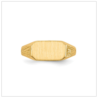 Boys signet ring in 14kt yellow gold with a brushed front and patterned sides.