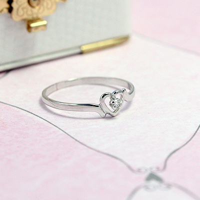 White gold heart ring for girls with genuine diamond.