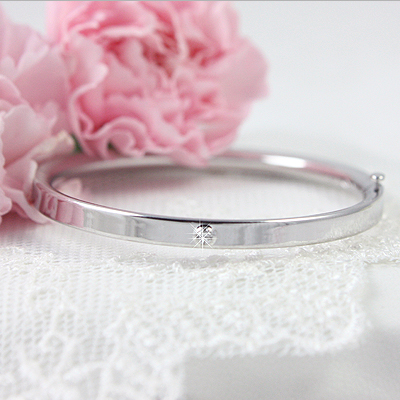 Gorgeous 14kt white gold diamond bangle bracelet for babies with a safety hinge clasp. Beautiful baby jewelry in white gold.