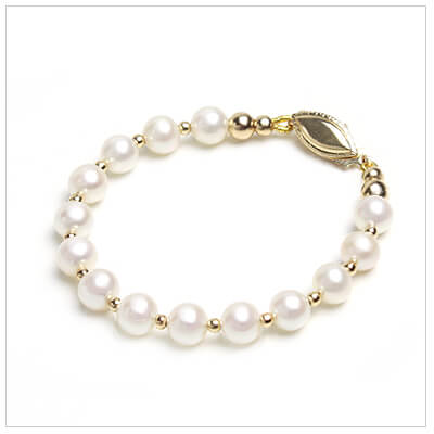 Classic gold and pearl bracelet for girls with different clasp options.