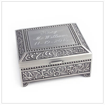 Personalized jewelry box for girls with free engraving. Hinged lid and velveteen interior lining.