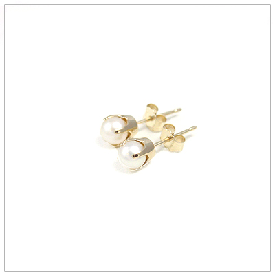 14kt gold June birthstone earrings, classic stud earrings with a push on back.