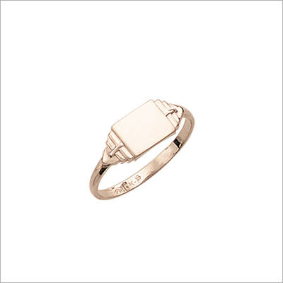 Gold signet ring with rectangular front. Engraving is included on the signet ring.