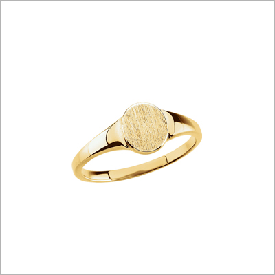 Classic gold signet ring for teens in 10kt yellow gold. Quality signet ring and free engraving.