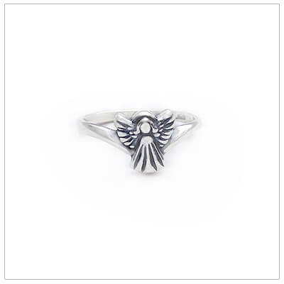 Dainty angel ring for children in sterling silver. Precious kids ring available in 2 sizes.