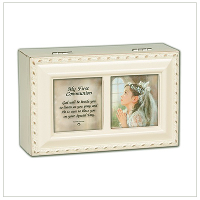 Mini keepsake memory box for girls in cream and gold. Musical keepsake box has a photo lid, fully lined interior, and plays 'Ave Maria'.