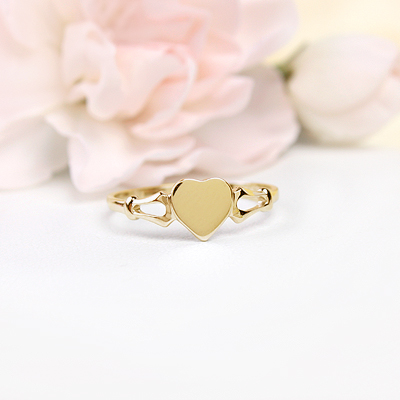 Heart shaped signet ring for girls in 10kt yellow gold. Engraving is included on our signet ring.