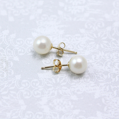 6mm cultured pearl stud earrings for girls in 14kt yellow gold.