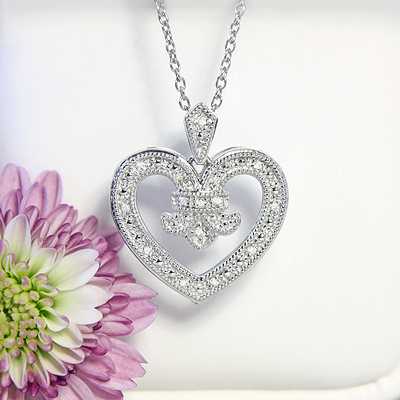 Gorgeous Tuscany inspired diamond heart necklace with 15 diamonds in sterling silver, chain included.