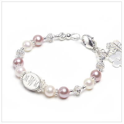 Personalized baby bracelet with cultured pearls in two colors and engraved name.