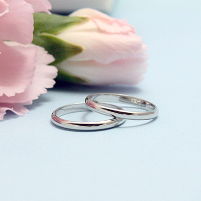 14kt white gold baby rings in the traditional band style; a perfect baby shower gift.