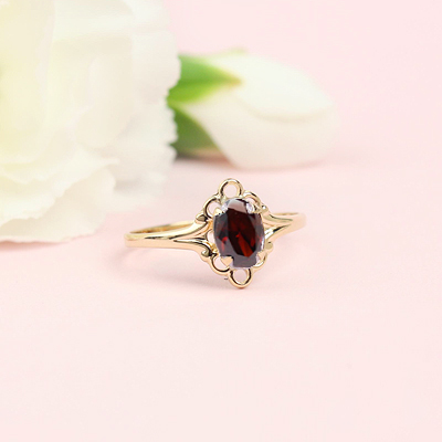 10kt gold January birthstone ring with an oval synthetic birthstone.