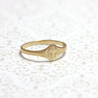 10kt cross ring in signet style
