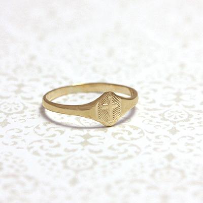 10kt cross ring in signet style