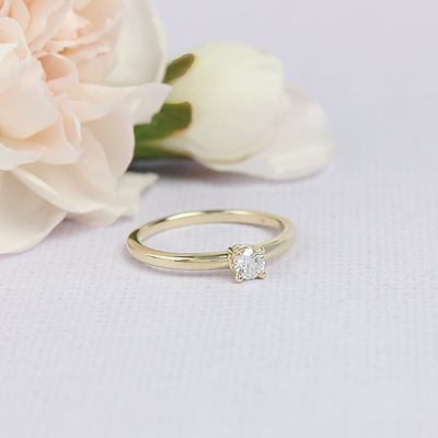 Beautiful diamond solitaire children's ring in 14kt yellow gold and genuine diamond.