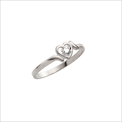 14kt white gold diamond heart ring for girls.