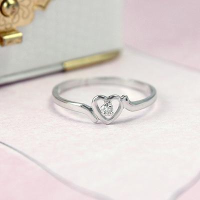 Diamond heart ring for older children and teens in 14kt white gold.