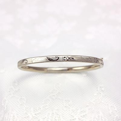 14kt gold bangle bracelet with an engraved floral design. Baby size 4.5 in. bangle bracelets.