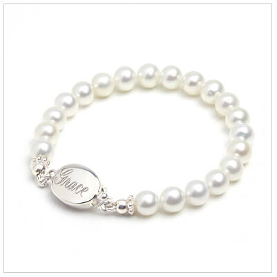 Baby bracelet in white cultured pearls with sterling engraved clasp. Babys First Pearls.