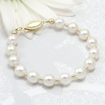 White cultured pearl and 14kt gold bracelet for babies and children.