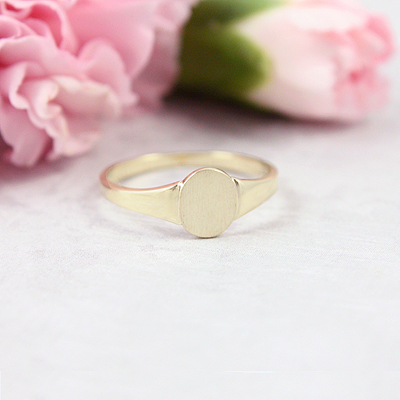 Gold signet ring for girls with classic styling and a smooth polished band. Engraving is included on the signet ring.
