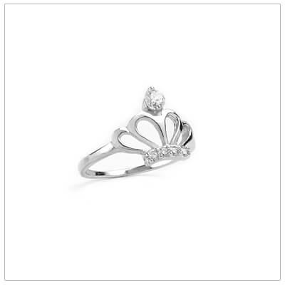 Sterling silver crown ring for girls set with clear cubic zirconia. The crown ring has 4 small and 1 large cz.