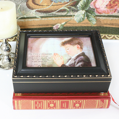 Musical keepsake box for boys First Communion in distressed black with gold trim. Fully lined interior, photo lid, plays 'Hallelujah Chorus'.