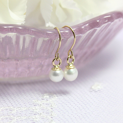 14kt gold and pearl dangle earrings for children and preteens.