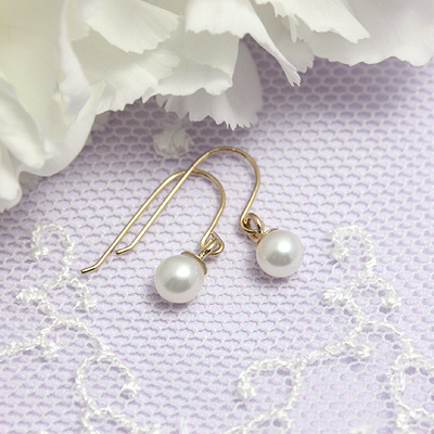 14kt gold pearl children's earrings, pearl earrings dangle on fishhooks.