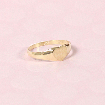 Heart shaped signet ring for children in 14kt yellow gold.