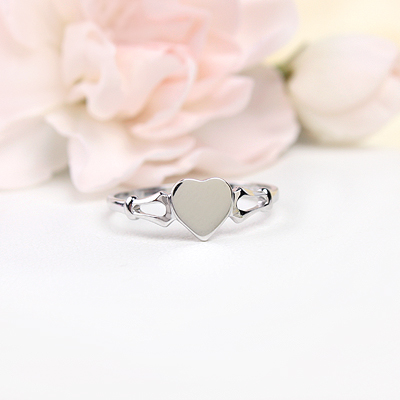 Heart shaped signet ring for girls in 14kt white gold. Engraving is included on our signet ring.