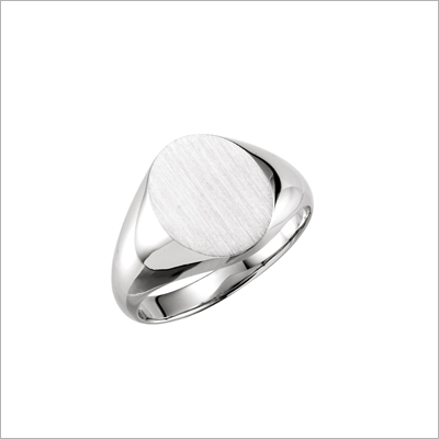 Signet ring for boys in sterling silver with a classic design and oval front. Available in 5 sizes and engraving is free.