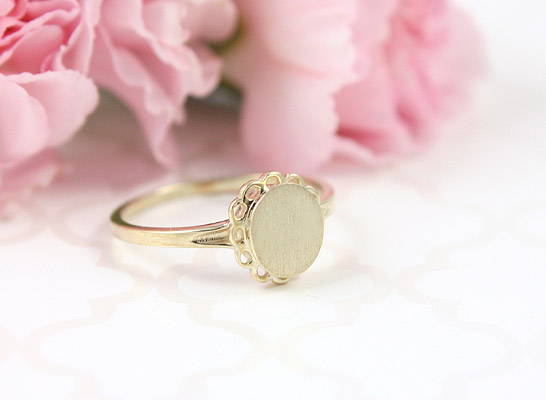 Girls signet ring in 10kt yellow gold with oval design.